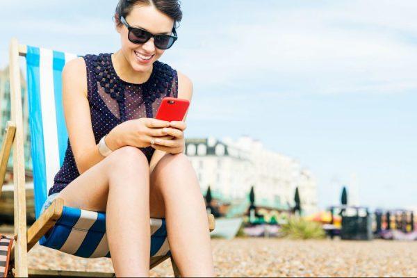 Accessori utili per lo smartphone in estate