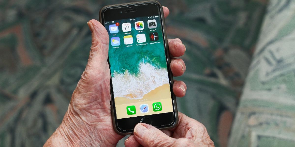 Gli smartphone più adatti ai nonni